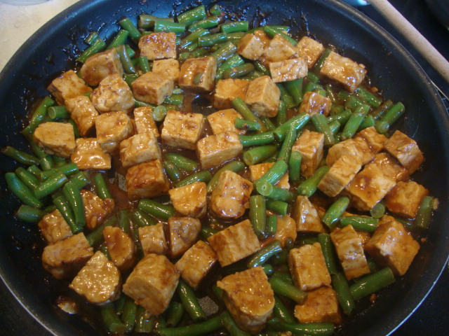 Hoisin-Glazed Tempeh with Green Beans and Cashews -- Epicurean Vegan