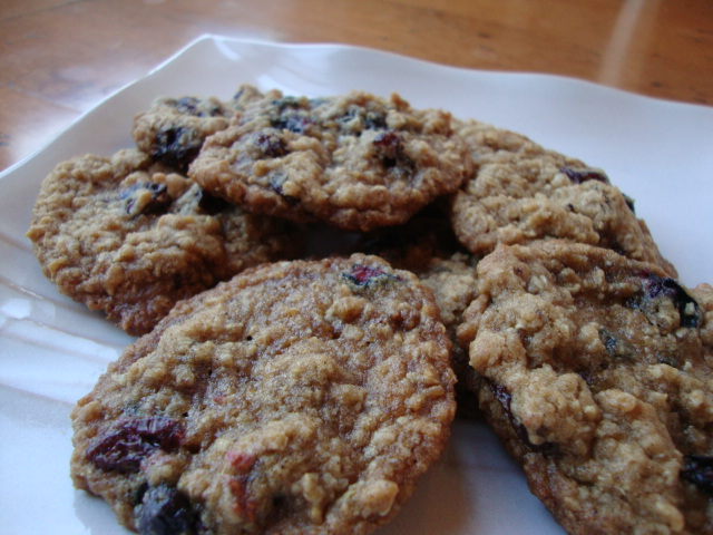 Chai-Spiced Berry-Oatmeal Cookies -- Epicurean Vegan